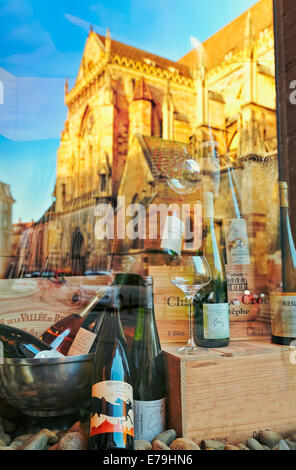 Wine shop with Saint Martin«s church reflection at the city center. Colmar, Haut-Rhin, Alsace, France. - Stock Photo