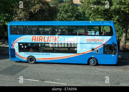 Airlink airport bus on Waverley Bridge, Edinburgh - Stock Photo