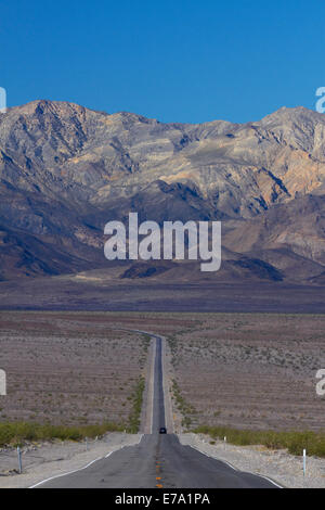 State Route 190 through Death Valley near Stovepipe Wells, towards Panamint Range, Death Valley National Park, Mojave Desert, Ca Stock Photo