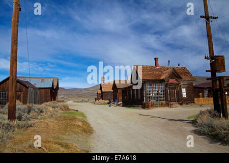 Tourists on Green Street, Bodie Ghost Town ( elevation 8379 ft / 2554 m ), Bodie Hills, Mono County, Eastern Sierra, - Stock Photo