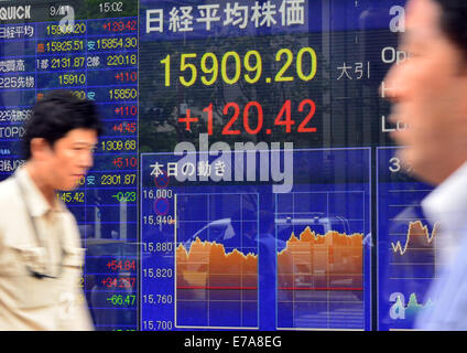 Tokyo, Japan. 11th September, 2014.  The 225-issue Nikkei Stock Average ends up 120.42 points from Wednesday at - Stock Photo
