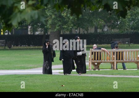 London, UK. 11th September, 2014. Muslim women walking  in Grosvenor Square opposite the American embassy which - Stock Photo