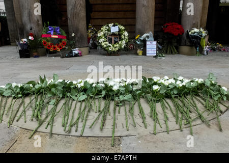 London, UK. 11 September, 2014. White roses and wreaths are laid in the 9/11 Memorial Garden in Grosvenor Square - Stock Photo