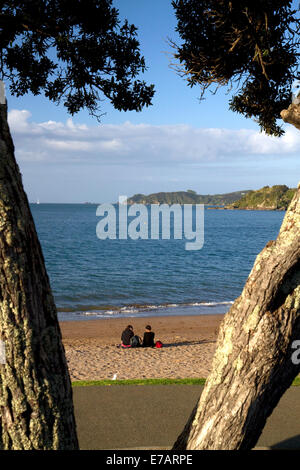 People on the beach at Bay of Islands at the town of Paihia, North Island, New Zealand. - Stock Photo
