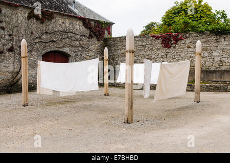 Old fashioned clothes line in the courtyard of a stately home - Stock Photo