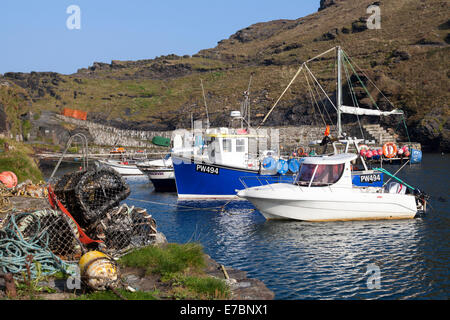 Boscastle, Cornwall, UK. 12th September 2014. Blue skies and warm sunshine in Boscastle, a quaint fishing village - Stock Photo