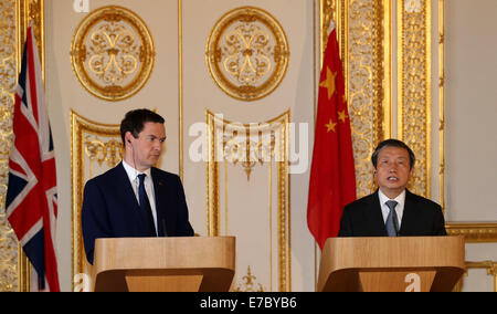 London, Britain. 12th Sep, 2014. Chinese Vice Premier Ma Kai (R) and British Chancellor of the Exchequer George - Stock Photo