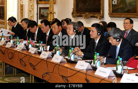 London, Britain. 12th Sep, 2014. Chinese Vice Premier Ma Kai (3rd R) presides the Sixth China-UK Economic and Financial - Stock Photo