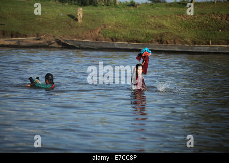 Sylhet, Bangladesh. 12th Sep, 2014. girls crossing the river by swimming.Villages and rivers are the backbone of - Stock Photo