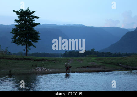 Sylhet, Bangladesh. 12th Sep, 2014. An women washing her faces in evening in ther river.Villages and rivers are - Stock Photo