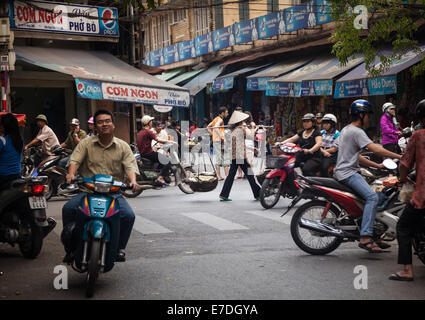 Food market in the Old Quarter of Hanoi, Vietnam - Stock Photo