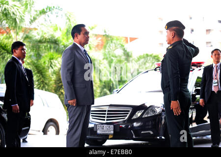 Bangkok, Thailand. 15th Sep, 2014. Thailand's Prime Minister Prayuth Chan-ocha (C) arrives to preside over the closing - Stock Photo