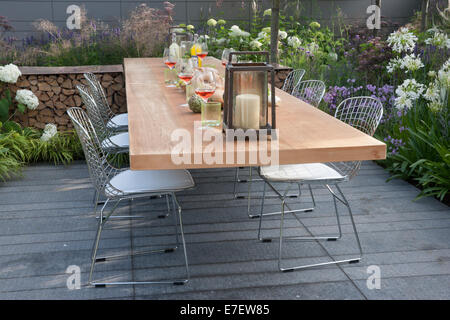 Garden - Vestra Wealth's Vista - view of patio with floating table and chairs outdoor living and planting of - Stock Photo