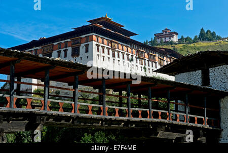 Cantilever bridge over the Paro Chhu River at Rinpung Dzong, Drukpa Kagyu, Buddhist monastery and fortress, Paro, - Stock Photo