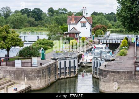Goring lock, Goring-on-Thames, Berkshire, England, GB, UK. - Stock Photo