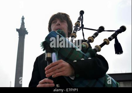Trafalgar Square, London, UK. 16th Sep, 2014. Bagpipes played in Trafalgar Square ahead of Scottish Referendum. - Stock Photo