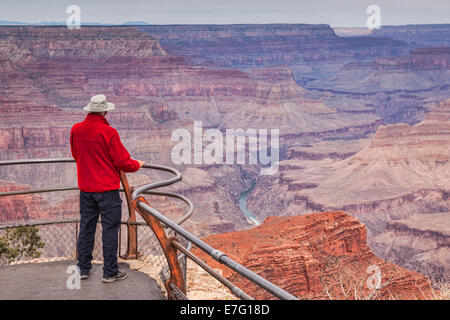 Senior man looking out over Hopi Point, Grand Canyon, Arizona. Focus on foreground.