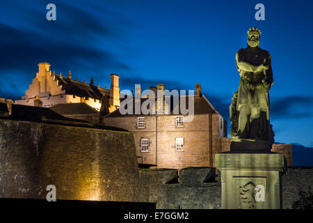 Twilight below Robert the Bruce statue and Stirling Castle, Stirling, Scotland - Stock Photo
