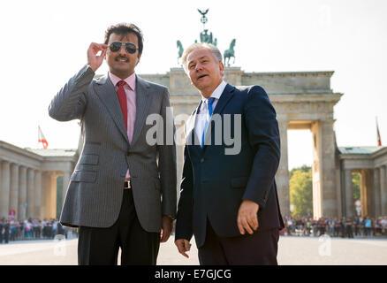 The Emir of Qatar, Sheik Tamim Bin Hamad al-Thani, and Klaus Wowereit (R, SPD), acting mayor of Berlin, stand on - Stock Photo