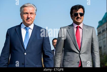 The Emir of Qatar, Sheik Tamim Bin Hamad al-Thani, and Klaus Wowereit (L, SPD), acting mayor of Berlin, walk across - Stock Photo