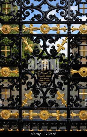 Black and gold painted wrought iron gate at the entrance to the Glasgow Necropolis, Scotland, UK, Europe - Stock Photo