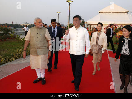 New Dehli, India. 17th Sep, 2014. Chinese President Xi Jinping (C) and Indian Prime Minister Narendra Modi (1st - Stock Photo