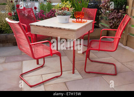 Garden - The Narrows - patio with table and red chairs plant pot with sempervivum - Designer - Pip Probert - - Stock Photo