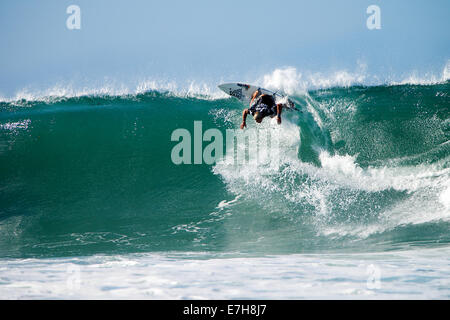 Lower Trestles, California, USA. 11th September, 2014. Tanner Gudauskas of San Clemente carving a turn off the lip - Stock Photo