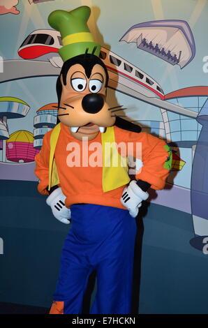 Goofy poses for photographs at Magic Kingdom, Walt Disney World, Orlando, Florida. - Stock Photo