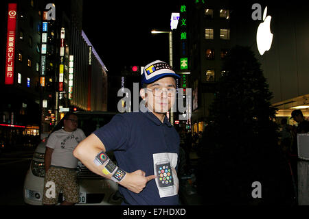 Tokyo, Japan. 18th Sep, 2014. Apple fans and professional queuers line up outside the Apple Store in Ginza to buy - Stock Photo
