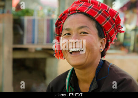 Myanmar (Burma), Shan State, Nampan, FiveDay Market, Woman of the Pao Tribe with typical headgear - Stock Photo