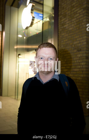 Blefast, Northern Ireland. 18th September, 2014.  Mark from Dublin begin queuing for IPhone 6 at the Apple store - Stock Photo