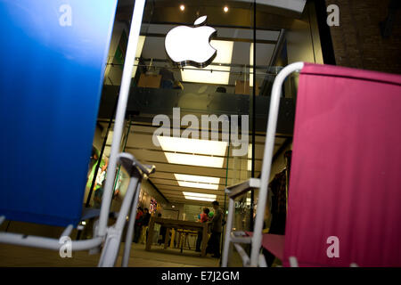 Blefast, Northern Ireland. 18th September, 2014.  A blue and a pink chair outside the Apple shop in Belfast. People - Stock Photo