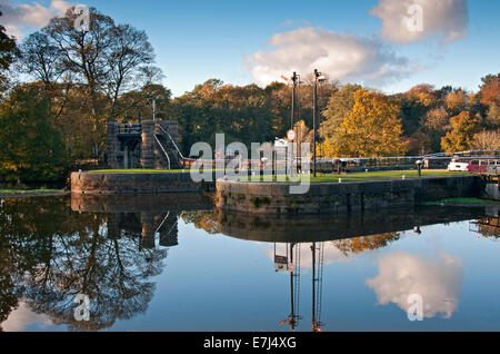 Vale Royal Locks in Autumn on the River Weaver, Weaver Navigation, Near Whitegate, Cheshire, England, UK - Stock Photo