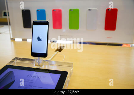 Sydney, Australia. 19th Sep, 2014. The new iPhone 6 on the release day at the flagship Apple store on George Street - Stock Photo