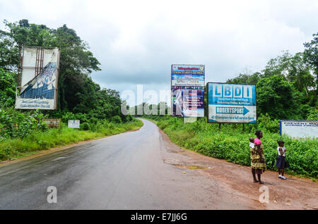 Junction between two main roads in Liberia, to Monrovia (straight) or Robertsport (right) - Stock Photo