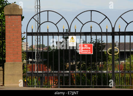 no parking notice in front of locked gates to offices and apartments in leeds yorkshire united kingdom - Stock Photo