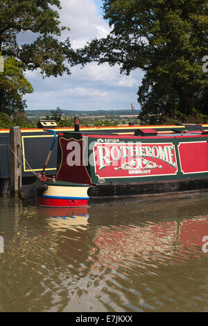 Narrow boats moored on the Kennet and Avon Canal, Devizes, Wiltshire, England, UK - Stock Photo