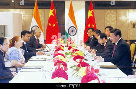 New Delhi, India. 19th Sep, 2014. Chinese President Xi Jinping (1st R) meets with Sumitra Mahajan (2nd L), speaker - Stock Photo