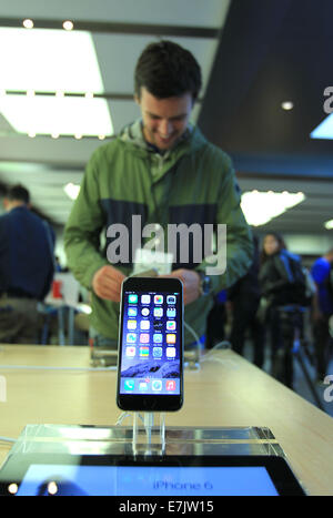 New York, USA. 19th Sep, 2014. A man experiences iPhone 6 at the Apple store on the Fifth Avenue in New York, the - Stock Photo
