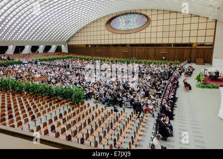vatican-city-nervi-hall-aula-nervi-or-paolo-vi-international-meeting-e7jxj9.jpg