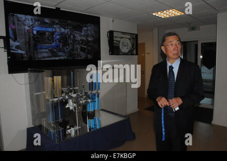 (140920) -- GENEVA, Sept. 20, 2014 (Xinhua) -- Nobel laureate Samuel Ting stands in front of the monitor of the - Stock Photo