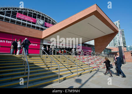 MANCHESTER, UK. 21st September, 2014. Delegates arrive at the venue on day one of the Labour Party's Annual Conference - Stock Photo