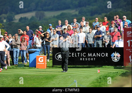 ISPS Handa Wales Open Golf final day at the Celtic Manor Resort in Newport, UK. : Lee Westwood of England tees off - Stock Photo