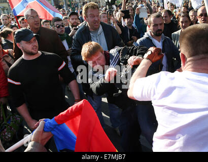 ITAR-TASS: MOSCOW, RUSSIA. SEPTEMBER 21, 2014. A fight during the Peace March against the war in Ukraine. (Photo - Stock Photo