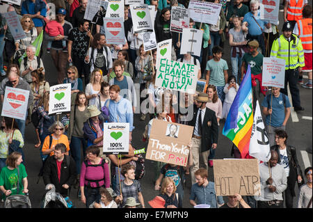 London, UK. 21st Sep, 2014. Marchers hold placards aloft, some printed and some hand-made, at the Climate Change - Stock Photo