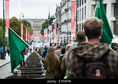 Oslo, Norway. 21st Sep, 2014. With the Norweigian Royal Palace in the distance, thousands march through downtown - Stock Photo