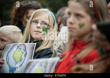Oslo, Norway. 21st Sep, 2014. Children have green hearts painted on their faces as thousands march through downtown - Stock Photo