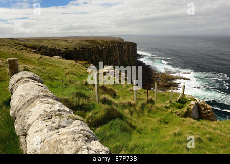 View across the Pentland Firth from Easter Head on Dunnet Head, the most northerly point on the British mainland. - Stock Photo