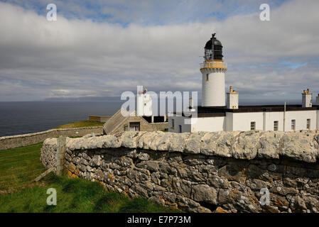 Dunnet Head lighthouse, the most northerly point on the British mainland, overlooking the Pentland Firth and the - Stock Photo